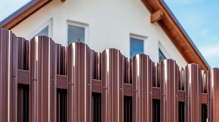 забор из евроштакетника фото